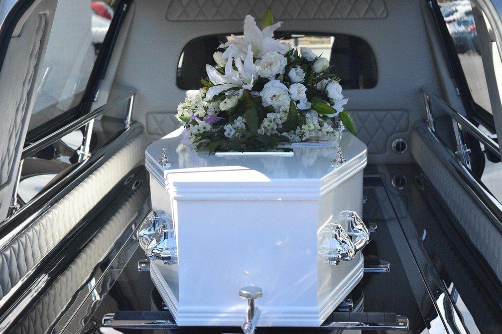 Assistance og service ved begravelse og bisættelse
